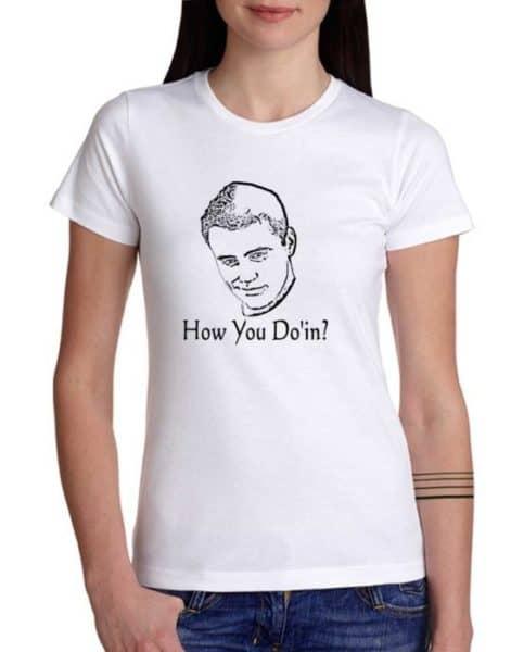 """חולצה גאונית של ג'ואי מחברים """"HOW YOU DOIN'?"""""""